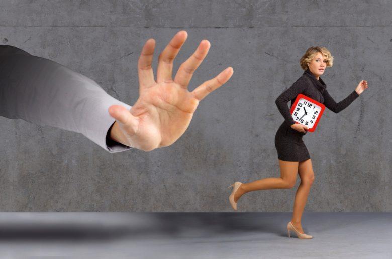 【必見】退職を告げると90%の確率で引き止められるが問題なし!【即日辞める方法あり】